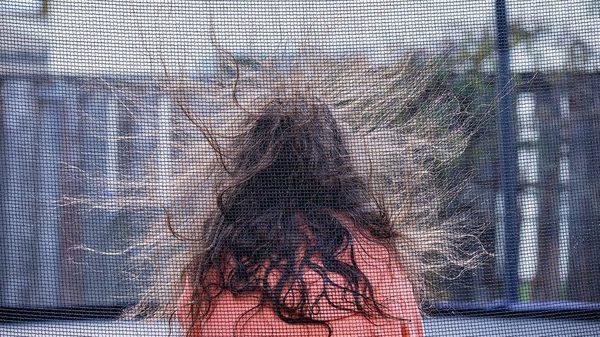 髪の毛の静電気の原因とは?静電気を抑える5つの対策方法を解説